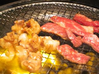 肉の焼ける音って、食欲をそそりますね。