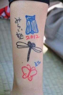 腕にも描いちゃいました