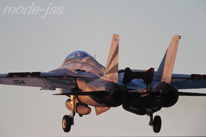 1999.01.11 F-14A  #104  VF-154 NAF厚木