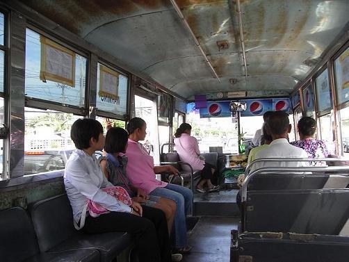 ピサヌのバス