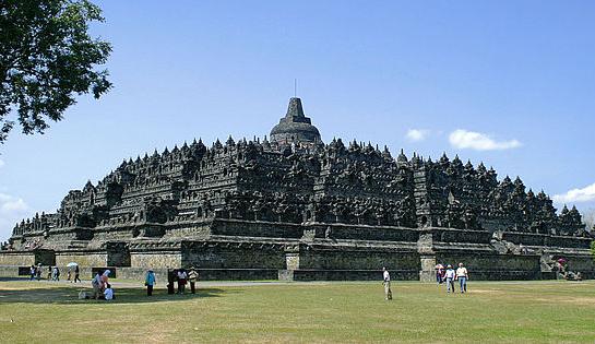 800px-Borobudur-Nothwest-view.jpg