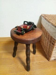 3本足の椅子