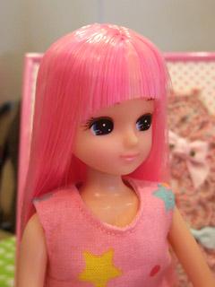 ファイアーピンクの美少女!