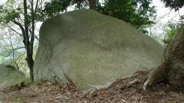 だいだらぼうの背負い石