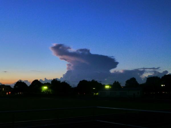 120915運動公園からの雷雲