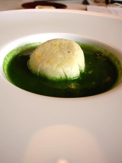 ミヤヴィ 鴨饅頭とほうれん草のスープ