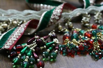 toran12-ribbons-tussels.jpg