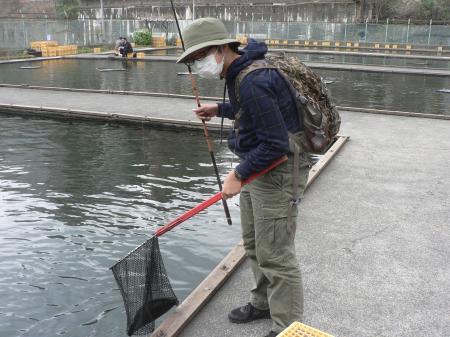 やっと釣れて嬉しいo氏、だが不審者。