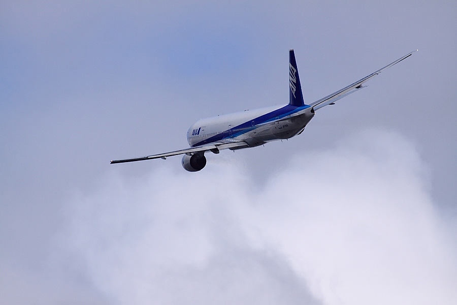 ANA B777-381 ANA18@RWY14Rエンド猪名川土手(by EOS 50D with SIGMA APO 300mm F2.8 EX DG/HSM + APO TC2x EX DG)