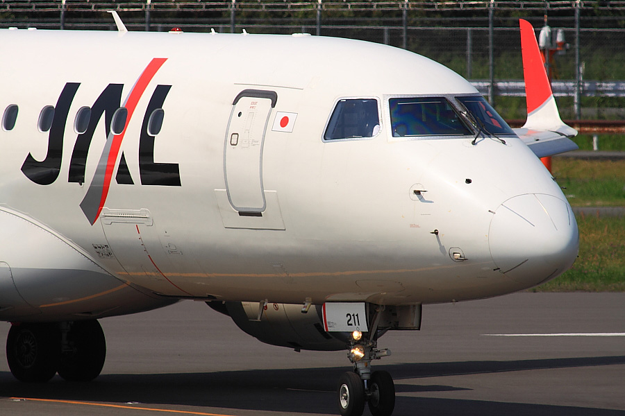 J-AIR Embraer170 JAL2240@下河原緑地展望デッキ(by EOS 50D with SIGMA APO 300mm F2.8 EX DG/HSM + APO TC2x EX DG)
