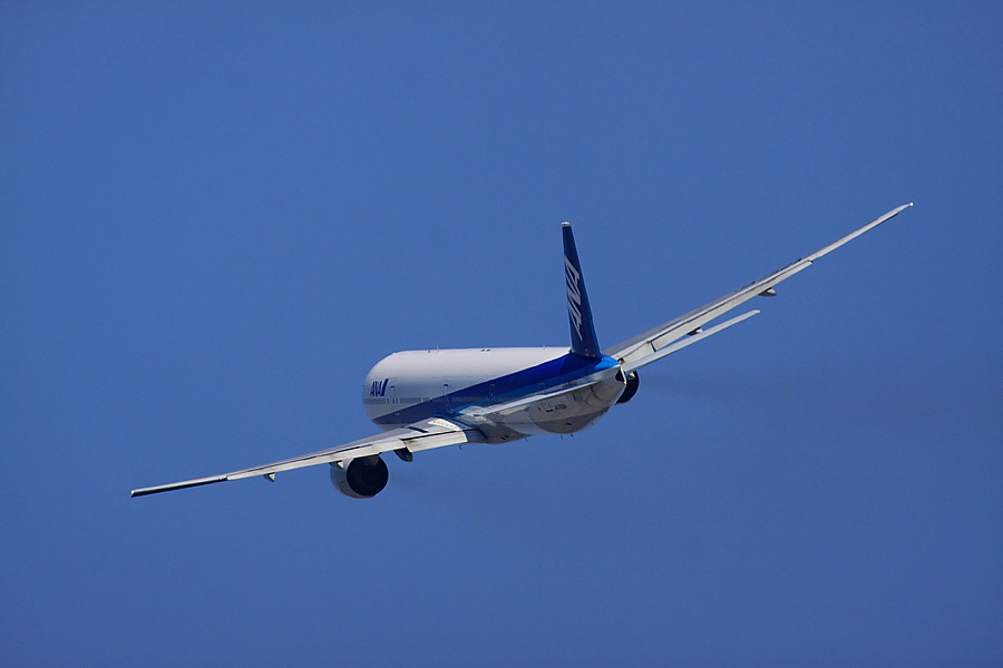 ANA B777-381 ANA20@RWY14Rエンド猪名川土手(by EOS 50D with SIGMA APO 300mm F2.8 EX DG/HSM + APO TC2x EX DG)
