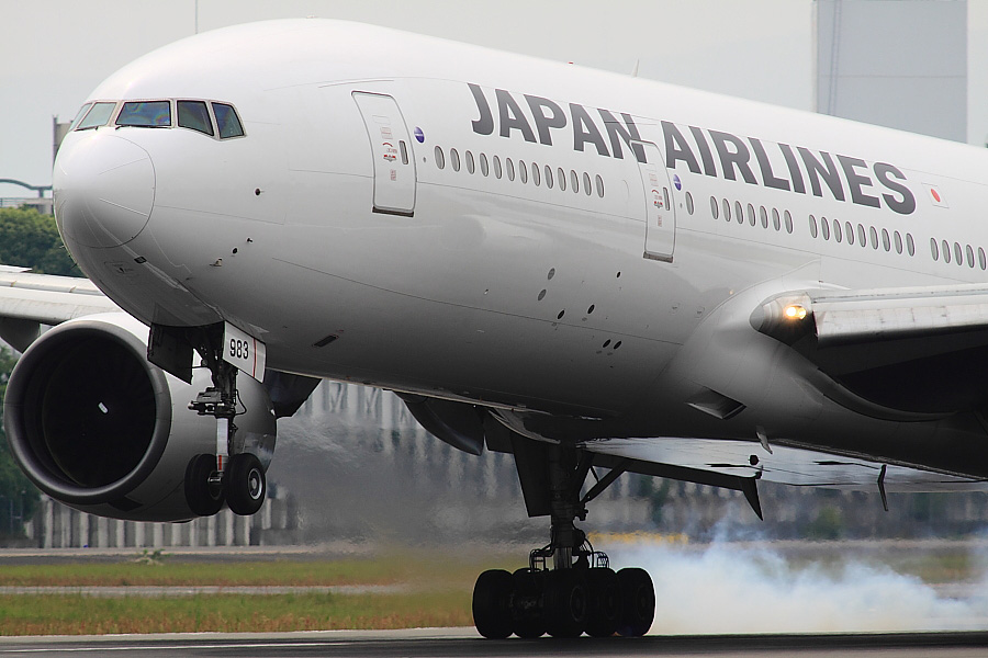 JAL B777-246 JAL103@伊丹スカイパーク(by EOS 50D with SIGMA APO 300mm F2.8 EX DG/HSM + APO TC2x EX DG)