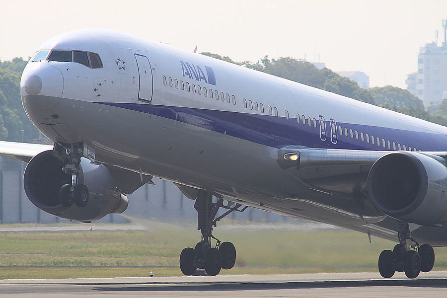 ANA B767-381 ANA9062@伊丹スカイパーク(by EOS 50D with SIGMA APO 300mm F2.8 EX DG/HSM + APO TC2x EX DG)