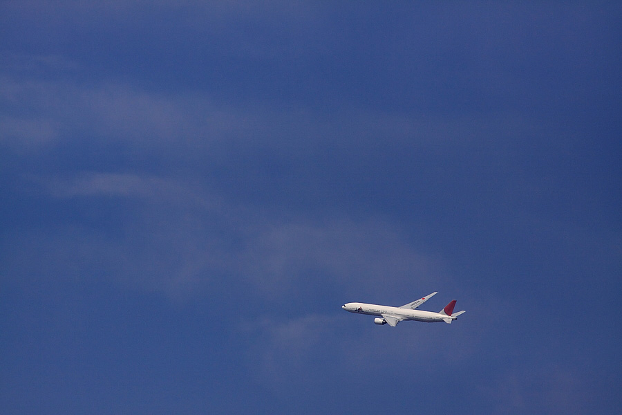 JAL B777-381 JAL2081@下河原緑地展望デッキ(by EOS 50D with SIGMA APO 300mm F2.8 EX DG/HSM)