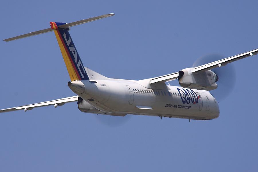 JAC DHC-8-402Q JAL2403@下河原緑地展望デッキ(by EOS 50D with SIGMA APO 300mm F2.8 EX DG/HSM + APO TC2x EX DG)