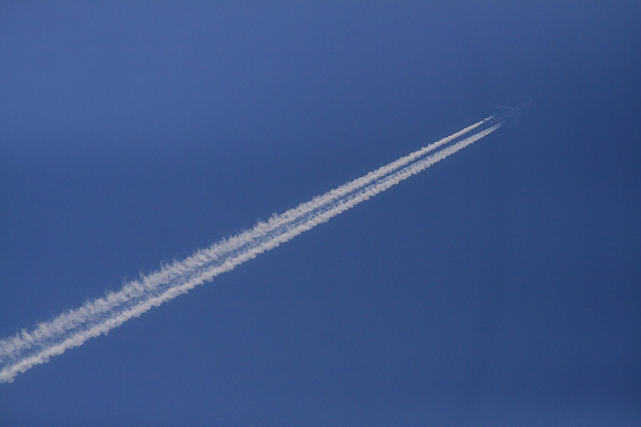 Contrail by A330@下河原緑地展望デッキ(by EOS 50D with SIGMA APO 300mm F2.8 EX DG/HSM + APO TC2x EX DG)