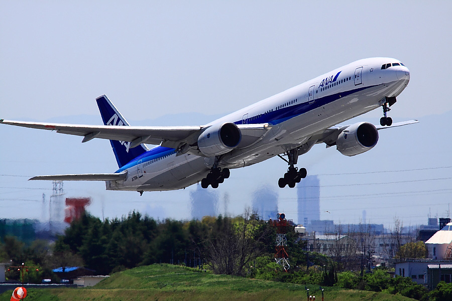 ANA B777-381 ANA105@下河原緑地展望デッキ(by EOS 50D with SIGMA APO 300mm F2.8 EX DG/HSM + APO TC1.4x EX DG)