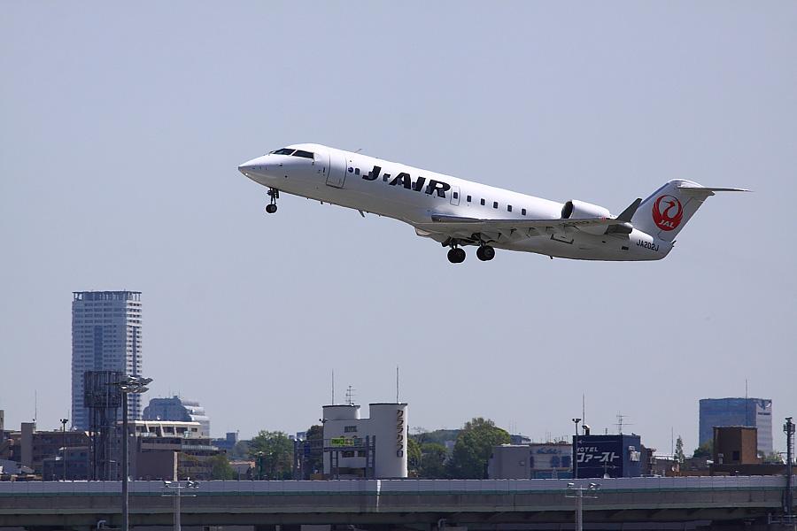 J-AIR CRJ-200ER JAL2361@RWY14Rエンド猪名川土手(by EOS 50D with SIGMA APO 300mm F2.8 EX DG/HSM)