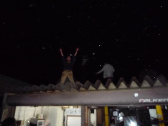 トミ・マキネンも酔っぱらうと高いとこに登ったらしい