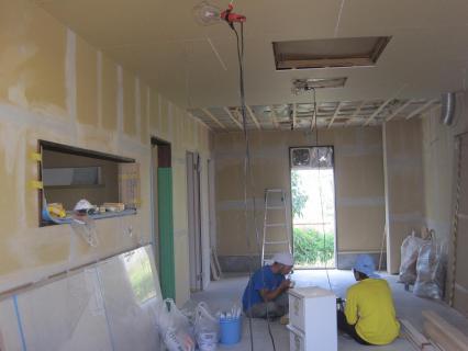 パン屋壁&天井ができてきた。燕陽おまる、家族で公園 137