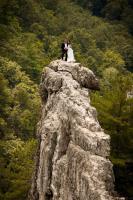 これがホントの崖っぷち結婚