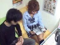 ギャル系の女子校生とネットカフェの個室ブースで援●セックス!