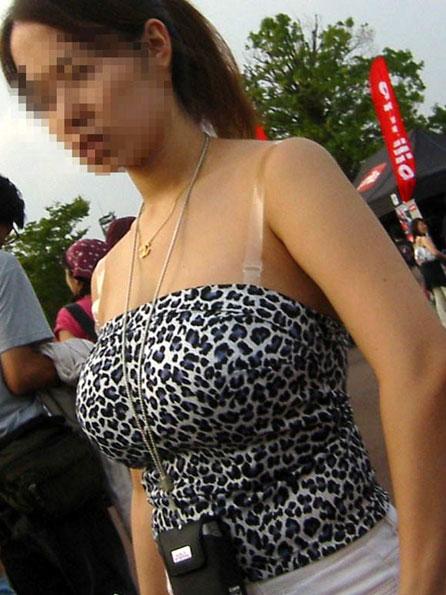 街で見かけた着衣巨乳のおっぱい