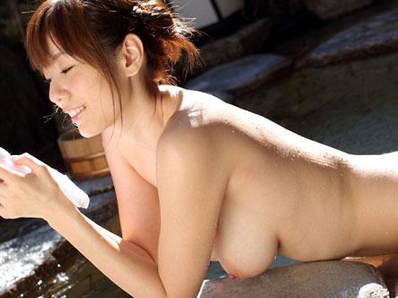 お盆休みは露天風呂でおねぇさんのおっぱいで癒されたいね♪