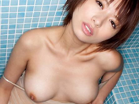 【美乳画像】整った顔で股を開いて美乳丸出し!…汚し甲斐がありますね!