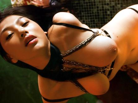 【美乳画像】欲情が溢れすぎた美女の美乳!…毎晩大変そうでいいですね!