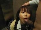 予備校のエレベーターで弄り倒され喉奥まで突っ込まれ・・・(XVIDEOS)