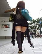ホットパンツのムチムチ且つエロい脚の女の画像