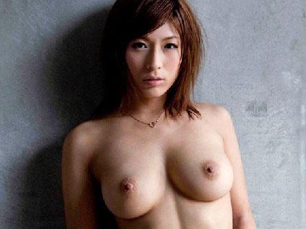 下着を脱いで卑猥な裸体を晒す女と着エロおまんこ挿入エロ画像・20枚