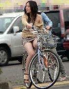 自転車とすれ違いにパンチラ目撃★エロ画像49枚