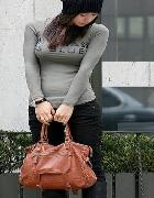 若い女性の着衣巨乳画像ください