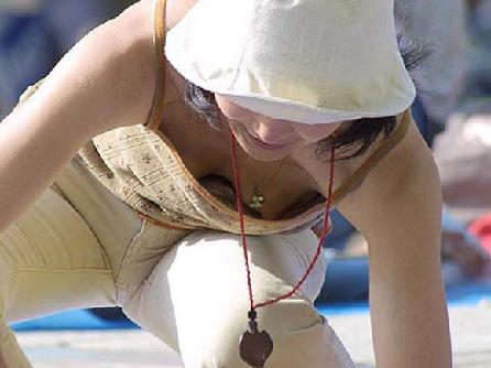 むねちら 胸元パカパカ女がアチコチにいた夏が恋しい画像32枚