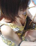 乳首が見えるとさらに嬉しい、素人さんの胸チラ画像と動画