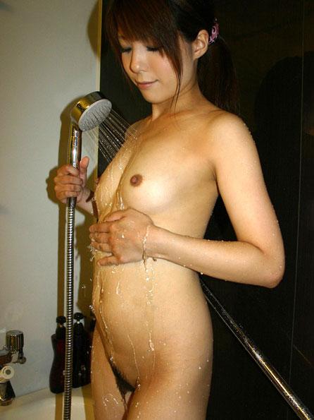 シャワー浴びるおっぱい揉みたい