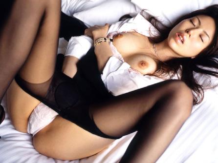 【黒パンスト】 美脚が透けて中のパンティが見えちゃう… エロ画像30枚