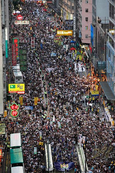 :::香港 中国返還15周年で・・・ 120702xianggangshiwei_01