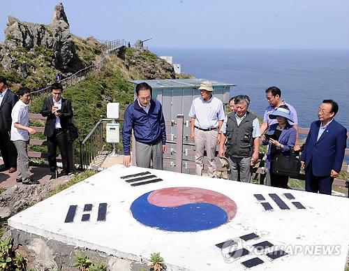 ::::島内を視察する李大統領 20120810214540_bodyfile