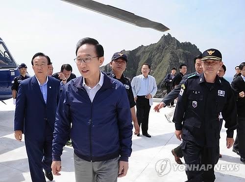 ::::独島到着直後の李大統領 20120810214248_bodyfile