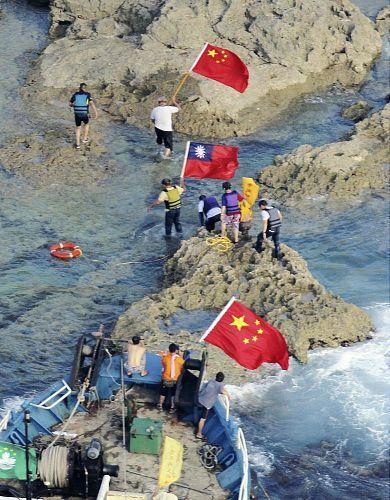 :::::尖閣諸島に上陸 20120815213905