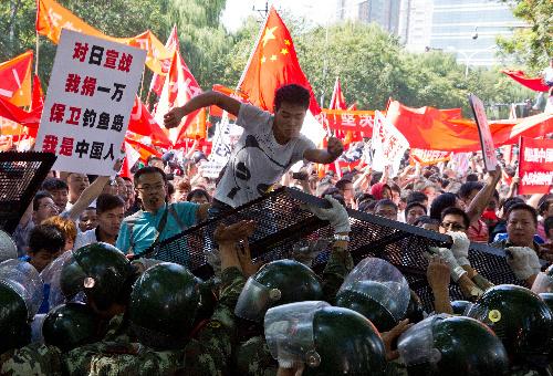 ::::::暴徒化する反日デモと反米デモ