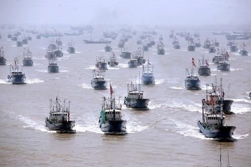 ::::::尖閣へ向かう中国漁民団 1927497