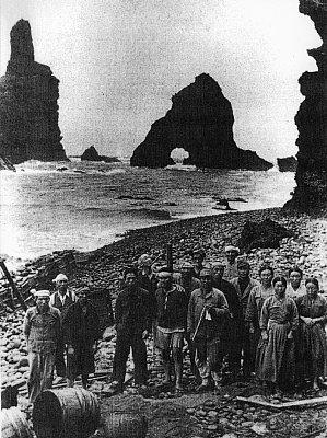 :::::::【竹島でアシカ猟に励んでいた隠岐の漁師たち】