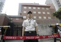 :::::::韓国 トラックが突入した後の日本大使館前