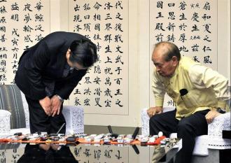 ::::::野田首相、仲井真知事の背後の屏風に問題あり