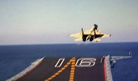 ◆艦載機が空母の離着艦に成功②