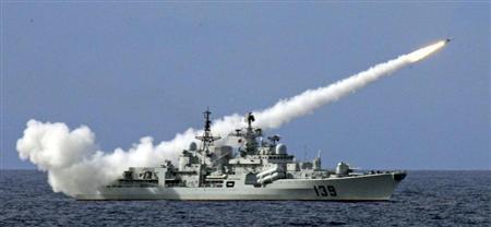 ◆南シナ海での演習でミサイルを発射 10907